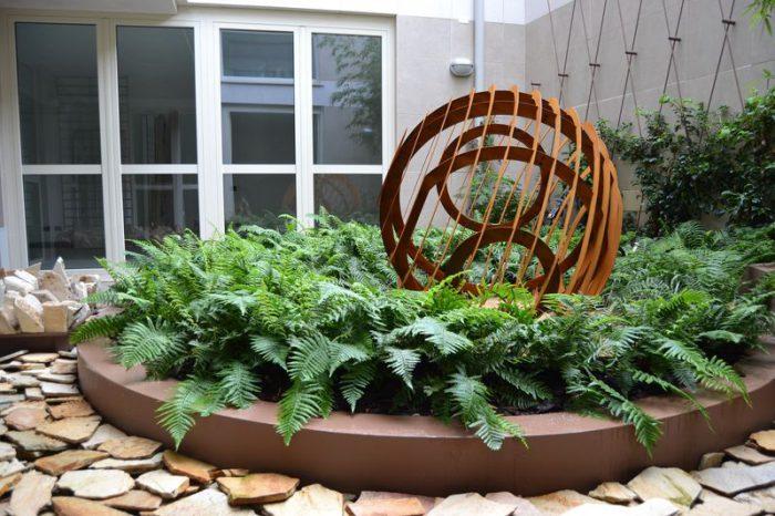 primo piano sulla scultura EGG