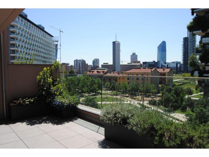terrazzo verde con vista sullo skuline di Porta Nuova