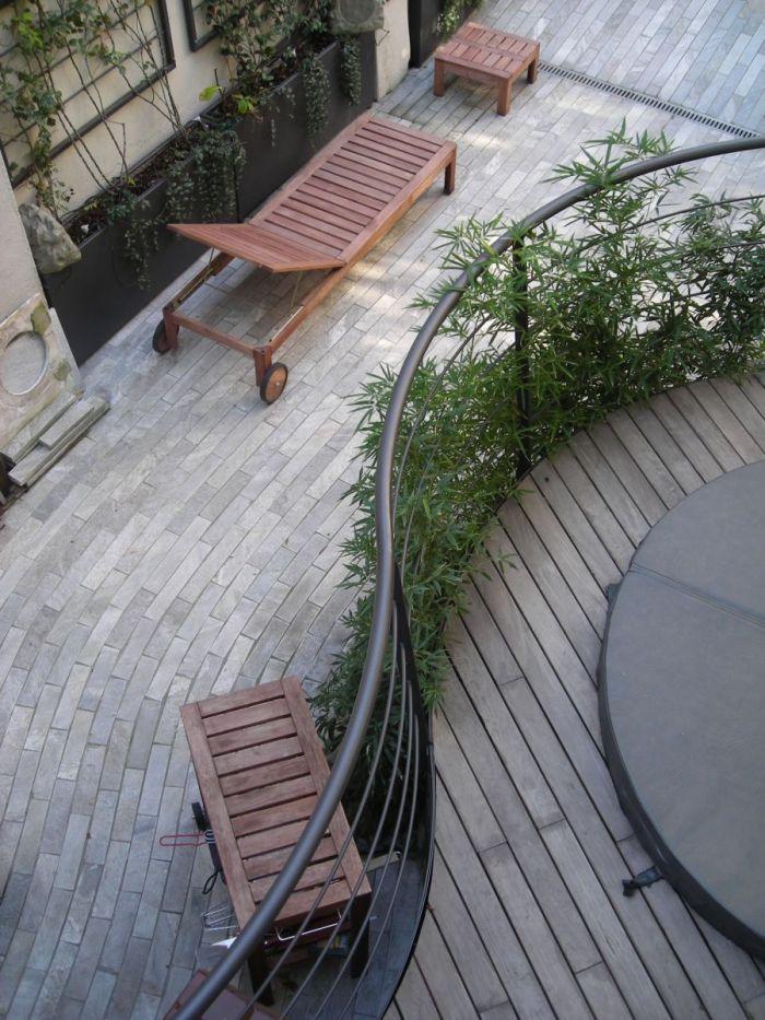 cortile privato con jacuzzi fra bambù e rampicanti a milano