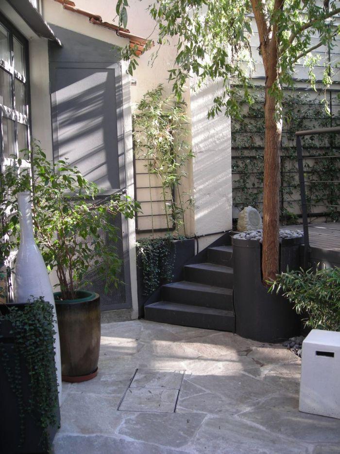 cortile privato con jacuzzi fra bambù e rampicanti a milano_11