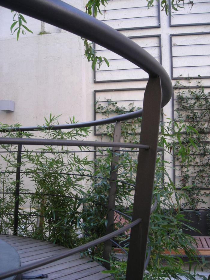 cortile privato con jacuzzi fra bambù e rampicanti a milano_3